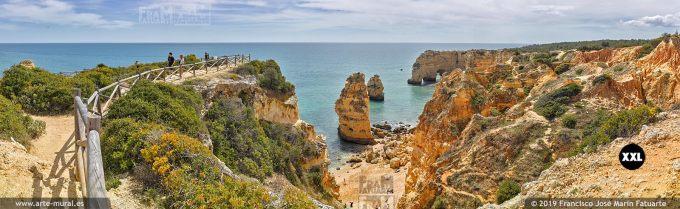 J7421804. Rock formations in Carvoeiro. Lagos, Algarve (Portugal)