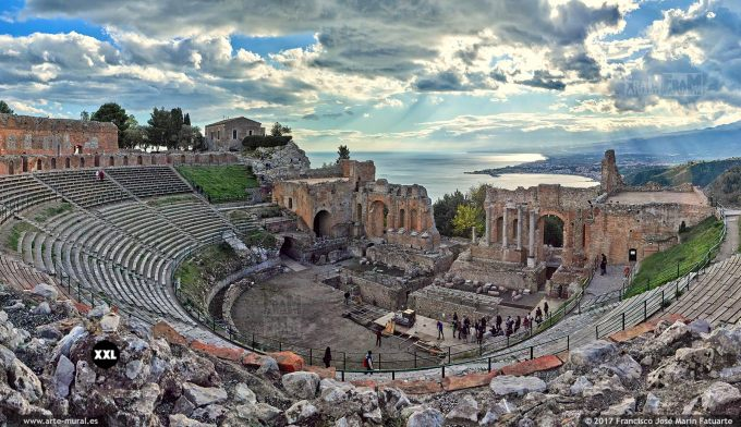 H5953154. Ancient theatre in Taormina. Sicily (Italy)