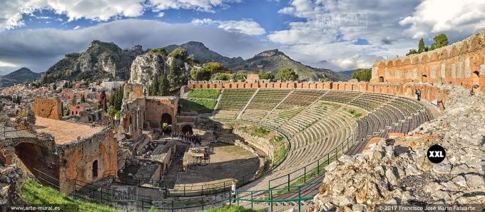 H5964654 Ancient theatre in Taormina. Sicily (Italy)